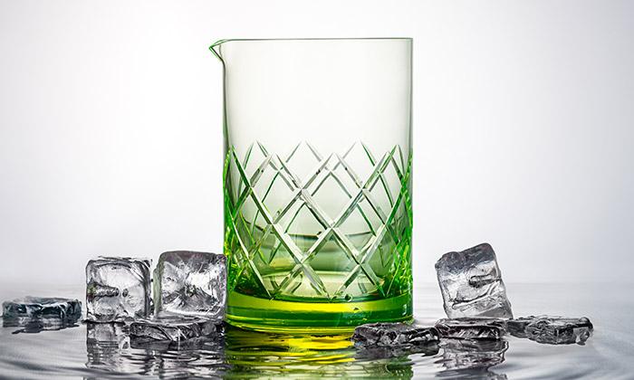Gem jeprvní sklenice nakoktejly svítící vetmě