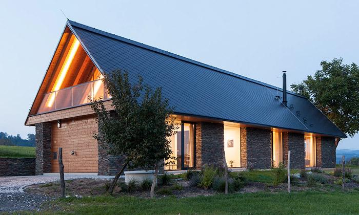 Rodinný dům uŽelezného Brodu dostal tvar stodoly