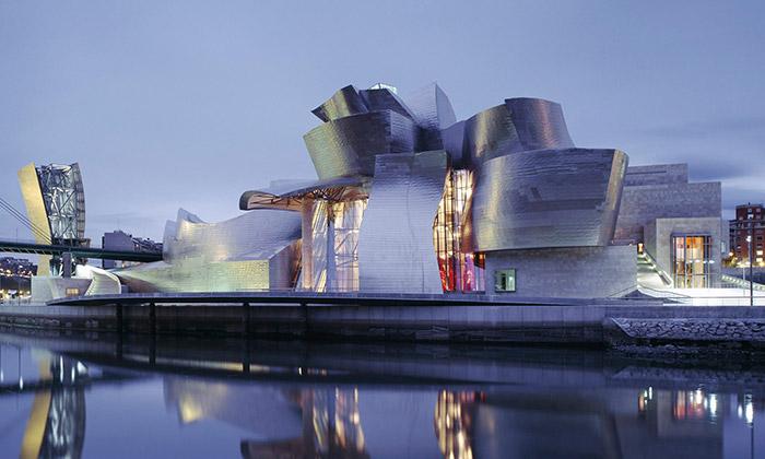 Guggenheim Museum Bilbao od Franka O. Gehryho ve Španělsku