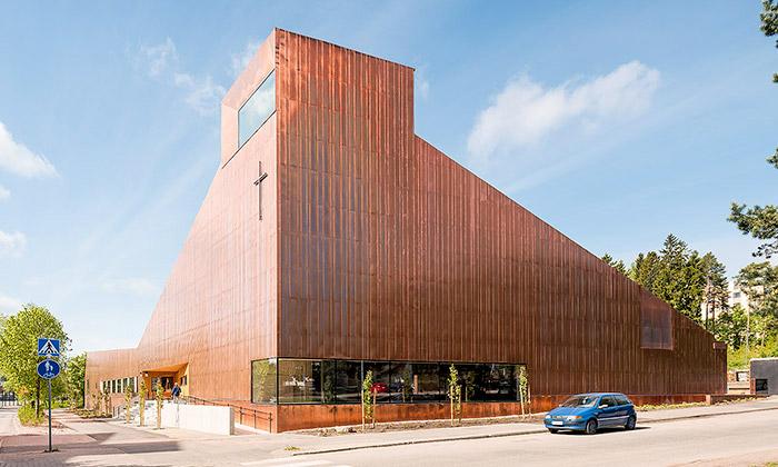 Finská kaple Suvela jekompletně celá obložena mědí