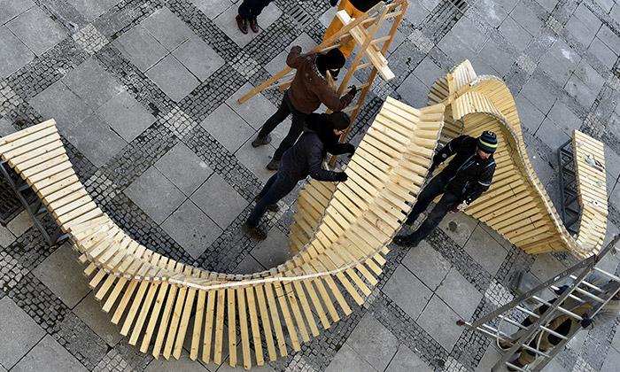 Studenti VUT postavili dřevěný objekt Spine for Brno