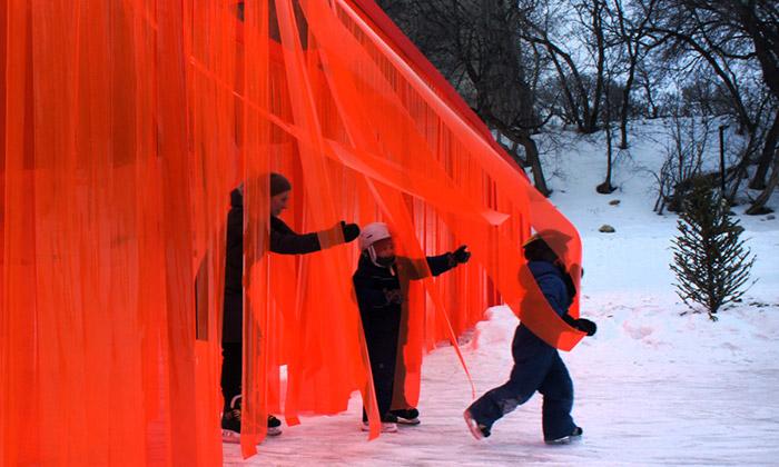 Kanada otevřela instalaci průsvitné zdi Open Border