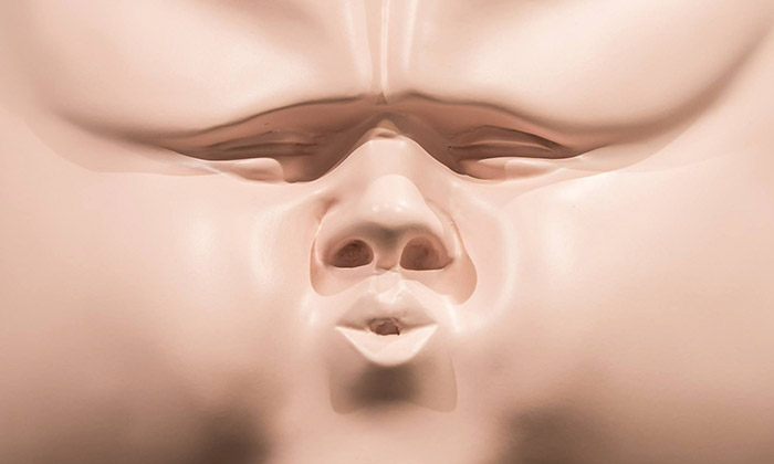 Viktor Frešo vystavuje vPraze sochy velkých hlav