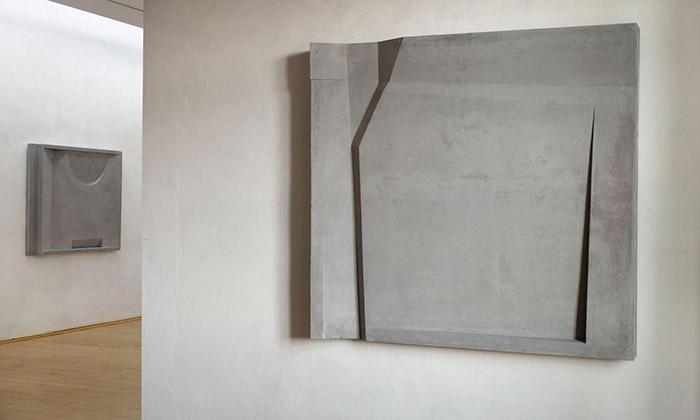 Monika Immrová vPraze vystavuje sochy zbetonu