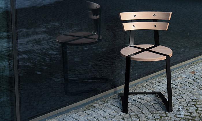 Filip Dočkal aJan Doležel navrhli židli no.Eight