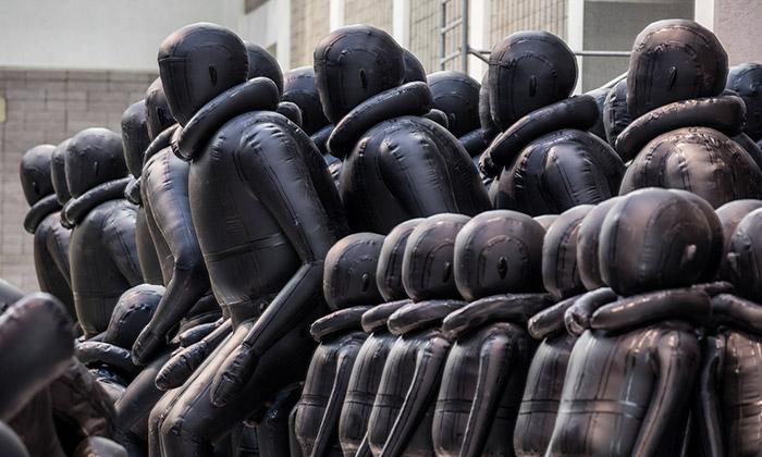 Aj Wej-wej vystavil vPraze obří instalaci Zákon cesty