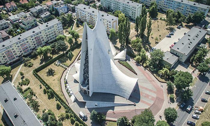 DOX vystavuje architekturu nejlepších kostelů 80.let