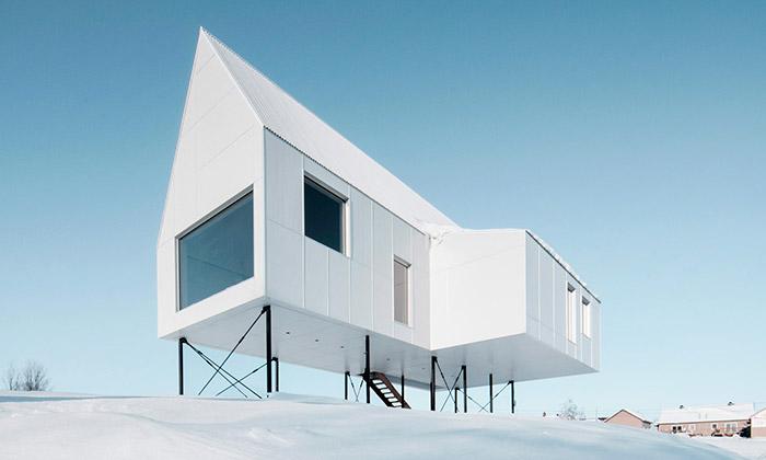 Delordinaire postavili minimalistický dům nasloupy
