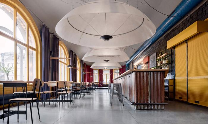 Mjölk navrhli interiér pro liberecký Chicago Bar & Grill
