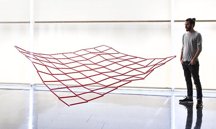 DOX vystavuje umělecká díla natéma informace