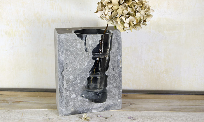 Vobouch navrhli kolekci váz kombinující beton asklo