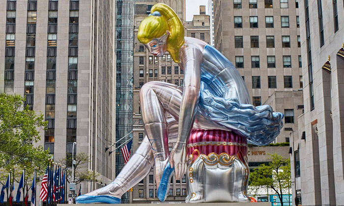 Jeff Koons a socha Seated Ballerina v New Yorku