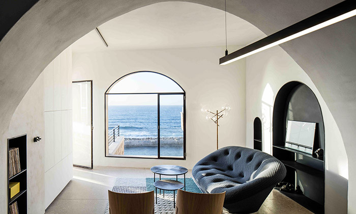 Spojením starých pokojů vJaffě vznikl úchvatný byt