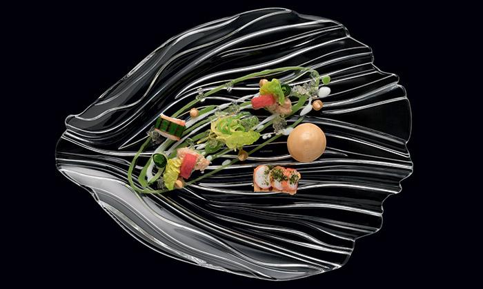 Kolekce talířů Jin Yu jeinspirována ploutví zlaté rybky