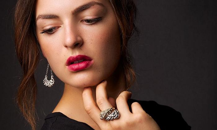 Sylvie Majerová tvoří šperky seSluncem iMěsícem