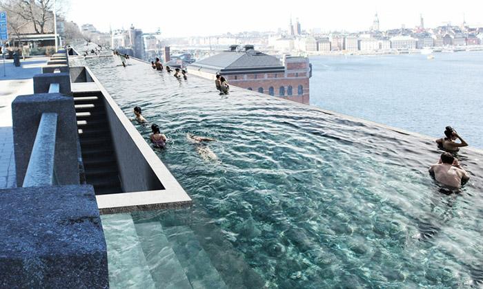 Stockholm by mohl ozdobit nekonečný veřejný bazén