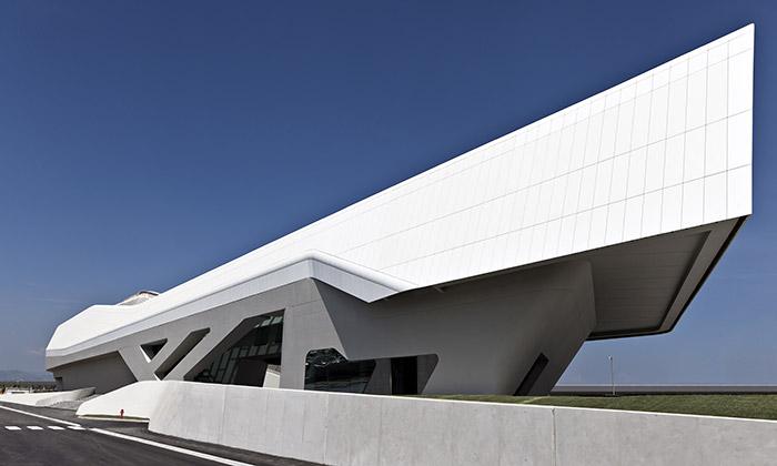 Neapol postavila stanici rychlovlaku odZahy Hadid