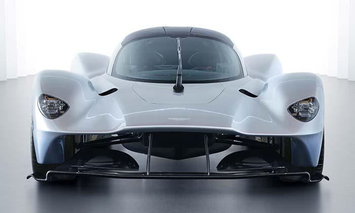 Aston Martin odhalil dokončený supersport Valkyrie