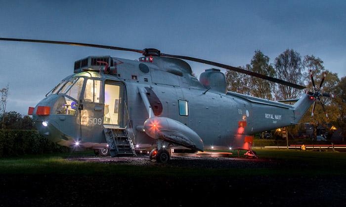 Ve Skotsku přestavěli helikoptéru nastylové bydlení