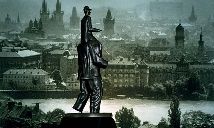 Jaroslav Róna vystavuje svá díla za posledních 20 let