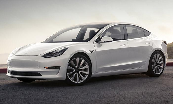 Elektricky poháněný vůz Tesla Model 3