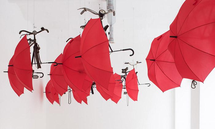 Lubomír Typlt vystavuje kola propojená sdeštníky