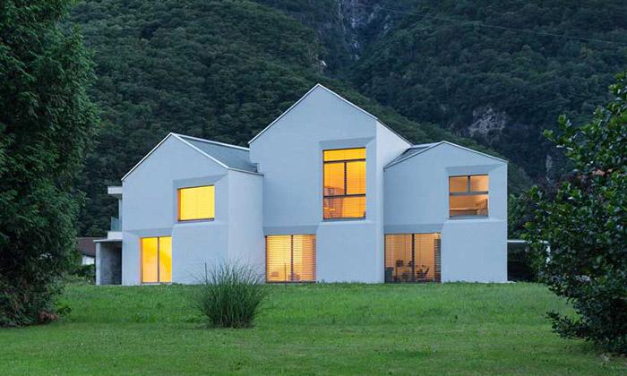 Švýcarský rodinný dům jespojen ze tří malých domků