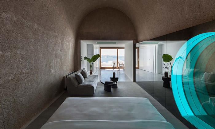Dvojdům ve Firostefani má vjeskyni moderní interiér