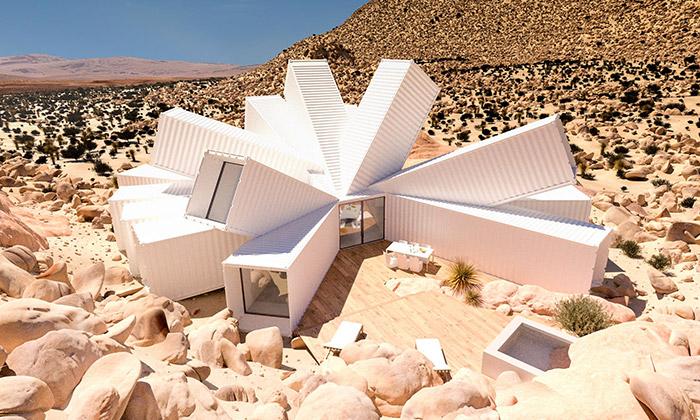 V kalifornské poušti vyrostla rezidence zkontejnerů