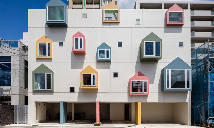 Mateřská škola Morinoie má okna zmalých domků