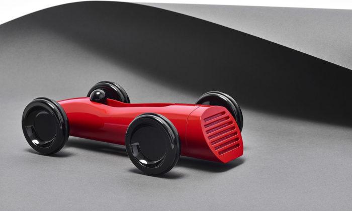 Tomáš Rejmon navrhl novou kolekci natahovacích hraček Závoďáci 2