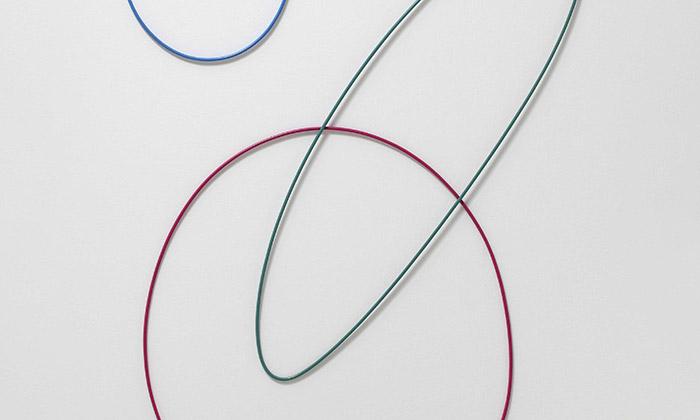 Karel Malich vystavuje vPlzni své plastiky akresby