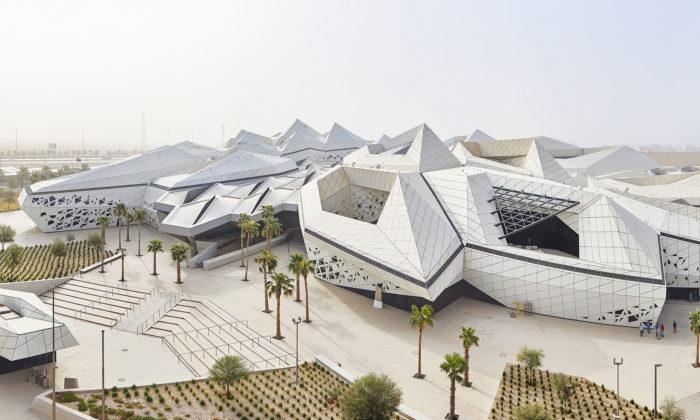 Zaha Hadid Architects dokončili vRijádu výzkumné centrum ze včelích pláství