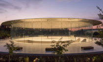 Steve Jobs Theater od studia Foster + Partners