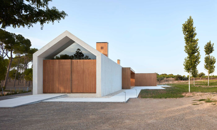 Ramón Esteve postavil vešpanělské vinici minimalistický bílý dům