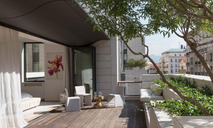 Norman Foster dokončil vLibanonu tři obytné věže zpískovce 3Beirut
