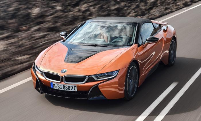 BMW představil inovovaný hybridní sporťák i8 Roadster ai8 Coupé