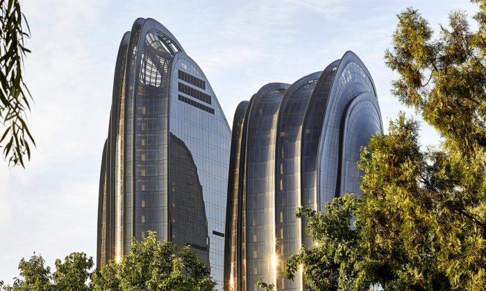 MAD dokončili pekingský komplex Chaoyang Park Plaza stvarem hor