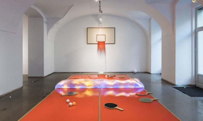 Milan Houser vytvořil vpražské galerii několik hřišť znehybněných lakem