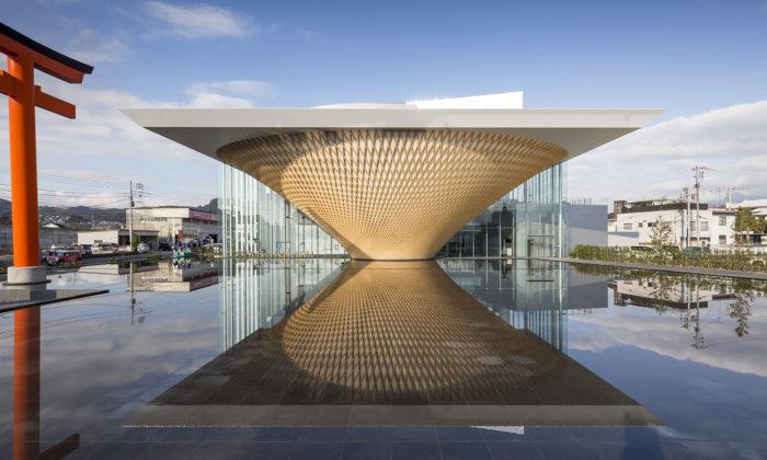 Shigeru Ban postavil vJaponsku návštěvnické centrum hory Fudži