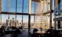 Vánoční strom v londýnském mrakodrapu The Shard