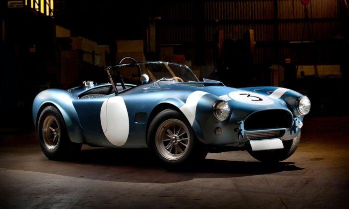 Shelby dalo doaukce Roadster FIA Cobra zroku 1964 aDaytona Coupe zroku 1965