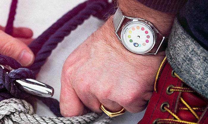 Mr Jones Watches navrhují extravagantní hodinky nesledující žádný ztrendů
