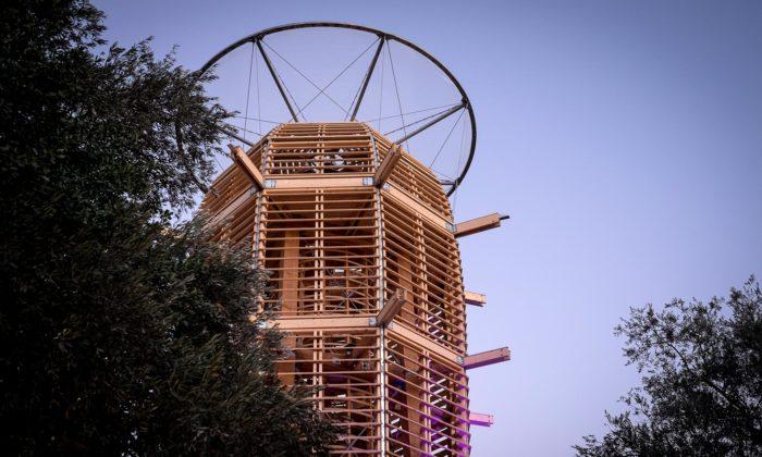 Martin Rajniš postavil vJeruzalémě dřevěnou rozhlednu jménem Ester