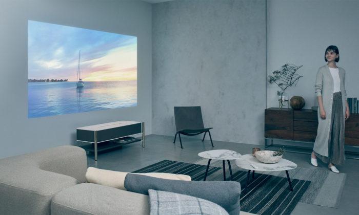 Sony ukázalo luxusní projektor zmramoru askla promítající nazeď nad sebou