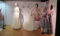 Ukázka z módní výstavy Retro s podtotilem Krása, která nestárne