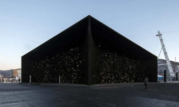 Asif Khan postavil vjihokorejském olympijském areálu nejtemnější stavbu nasvětě