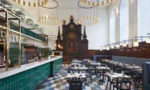 Restaurace Duddell's London vkatolickém kostele podle návrhu ateliéru Michaelis Boyd