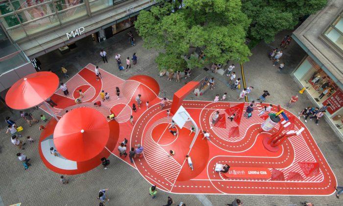 Na náměstí vŠanghaji vyrostlo hřiště The Red Planet určené nejen pro děti
