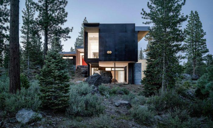 Faulkner Architects postavili naskaliskách vKalifornii rekreační Creek House